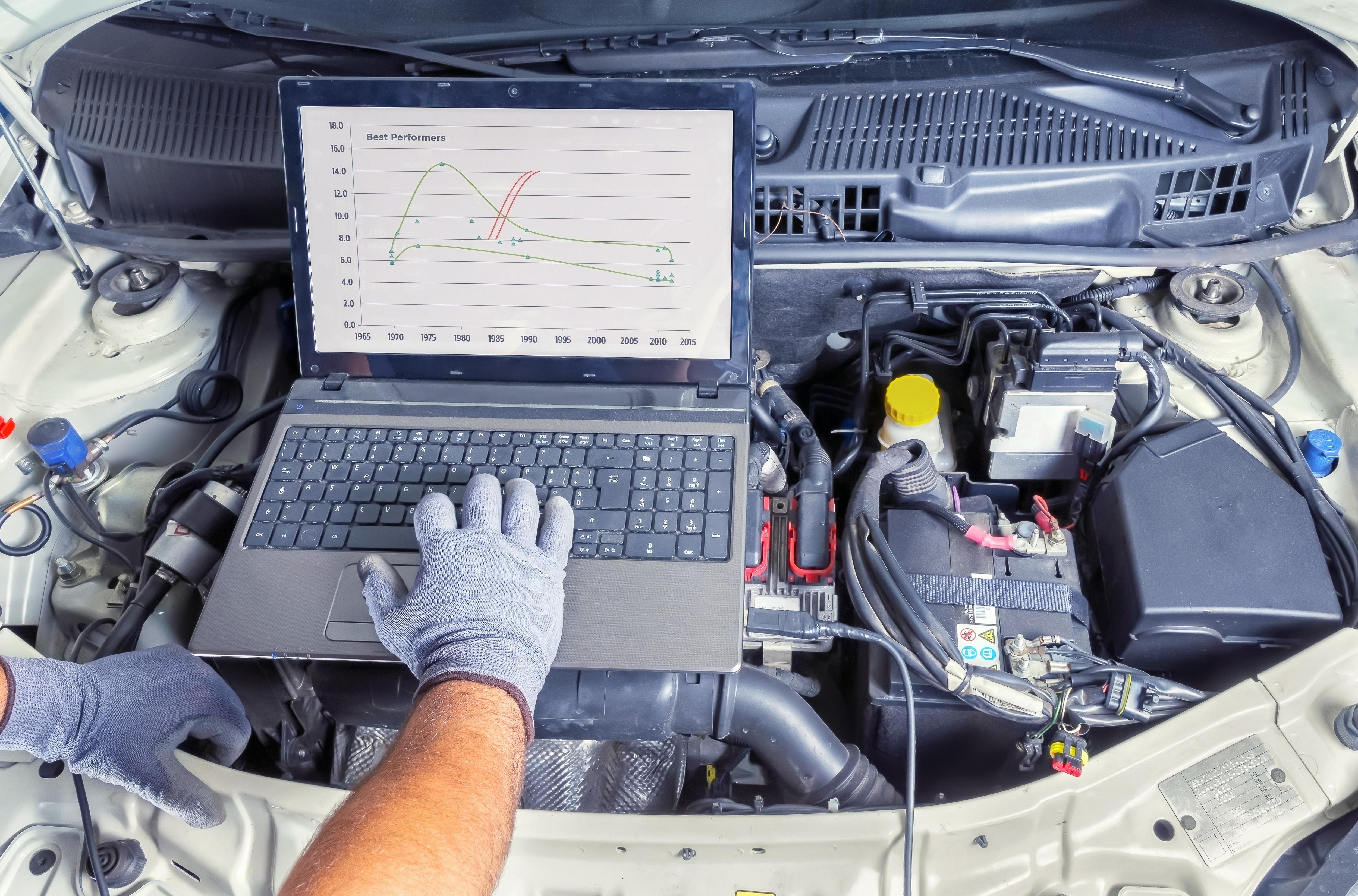 Mechanic analysing car